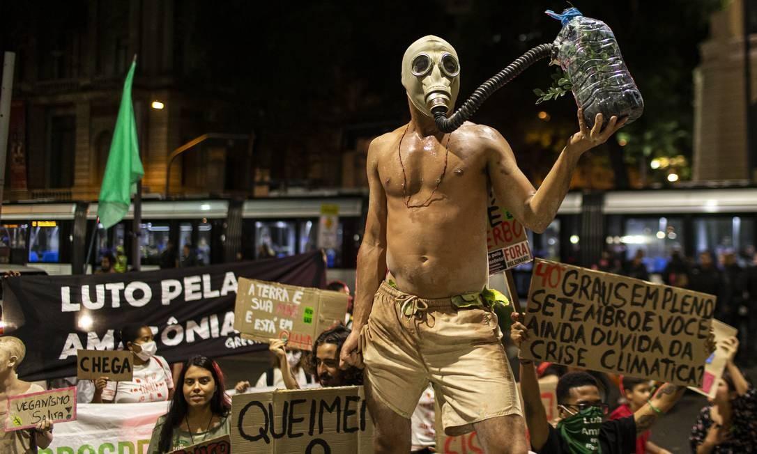 Manifestação pelo clima, no Rio; países precisam adotar medidas para reduzir emissões de CO2 imediatamente, ou cenário catastrófico será inevitável, diz ONU Foto: Hermes de Paula/20-9-19 / Agência O Globo