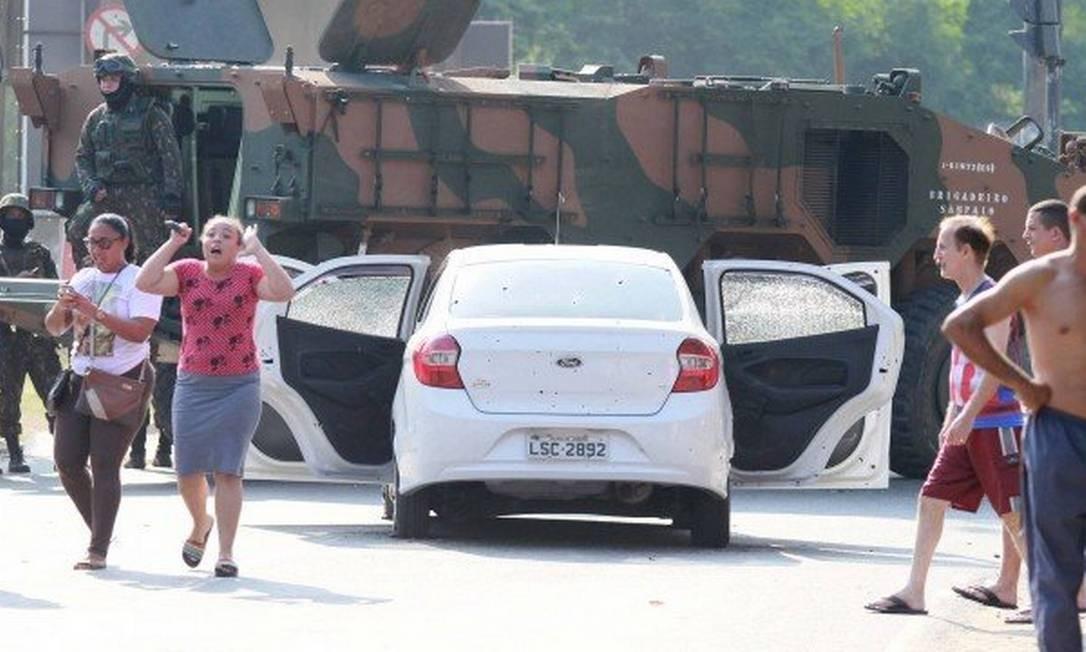 Carro de músico foi fuzilado Foto: José Lucena