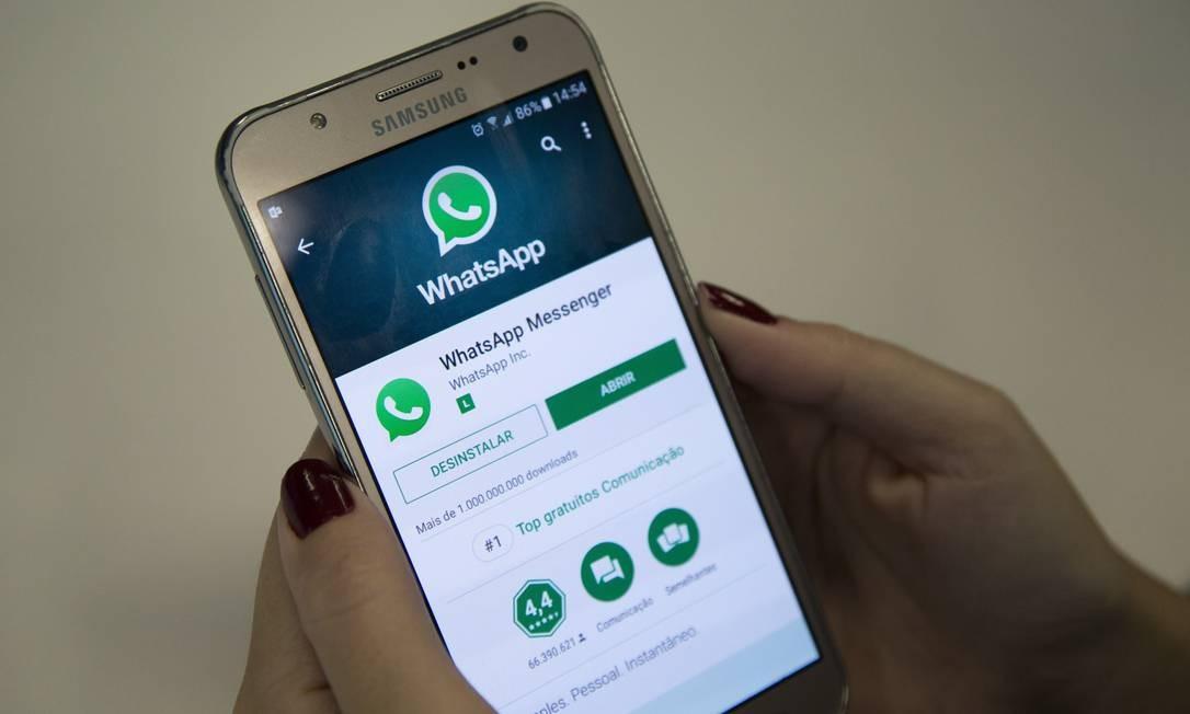 Usuários afetados precisam reinstalar o WhatsApp e apagar o grupo atacado Foto: Emily Almeida / Agência O Globo