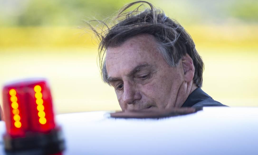 O presidente Jair Bolsonaro ao deixar o Palácio da Alvorada Foto: Daniel Marenco / Agência O Globo