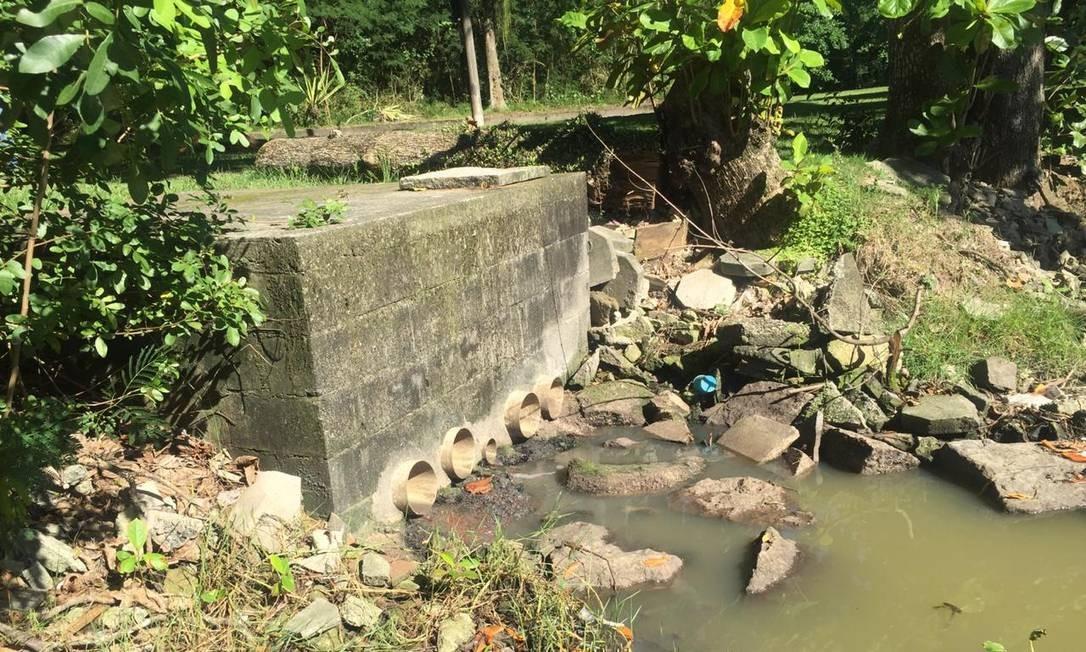 Inspeção do MP flagrou despejo de esgoto in natura na Barra da Tijuca Foto: Reprodução