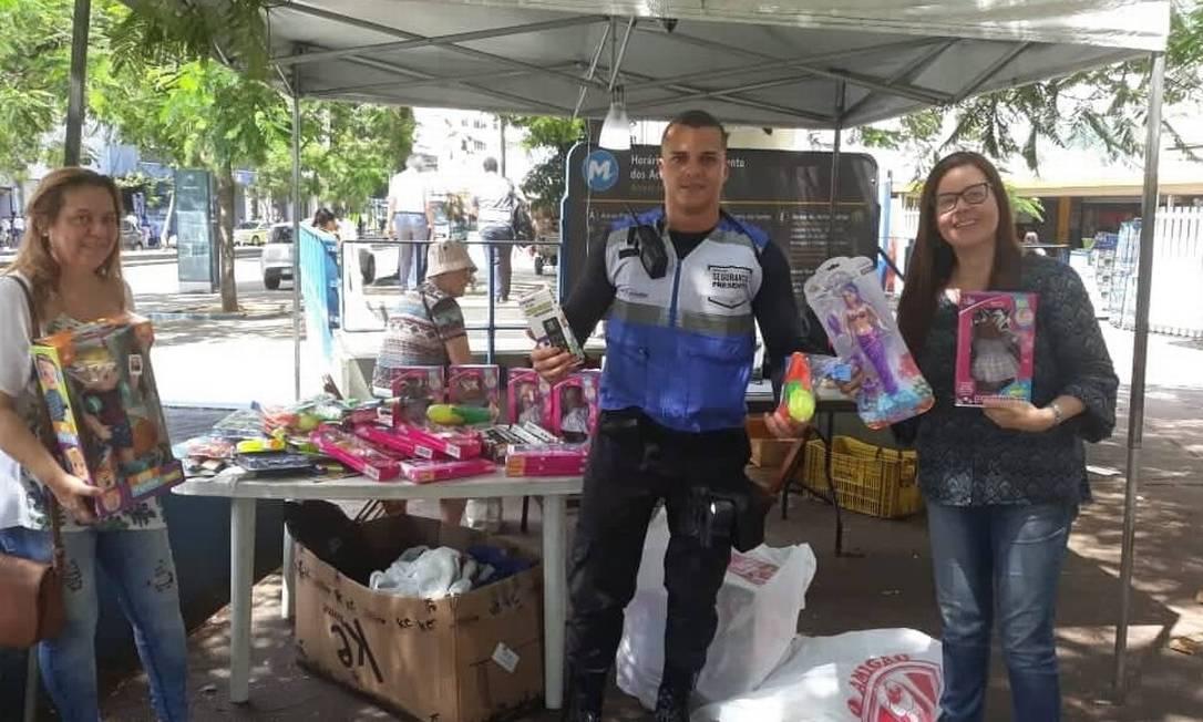 Tenda do Tijuca Presente, na Praça Saens Peña, recebe doações para festa das crianças do Salgueiro Foto: Divulgação