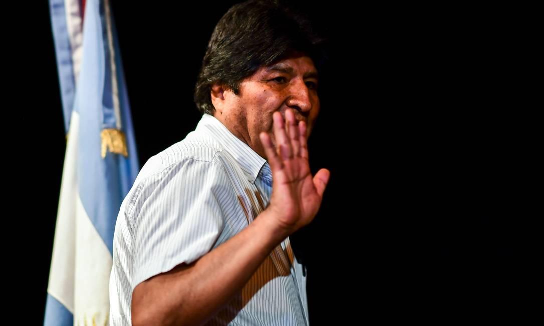 Evo Morales chega a entrevista coletiva em Buenos Aires Foto: RONALDO SCHEMIDT / AFP