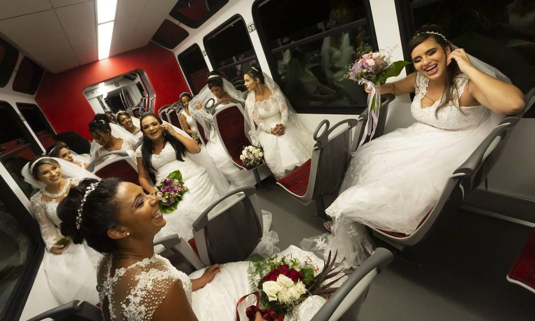 Só alegria: a felicidade das 11 noivas antes da cerimônia Foto: Leo Martins / Agência O Globo
