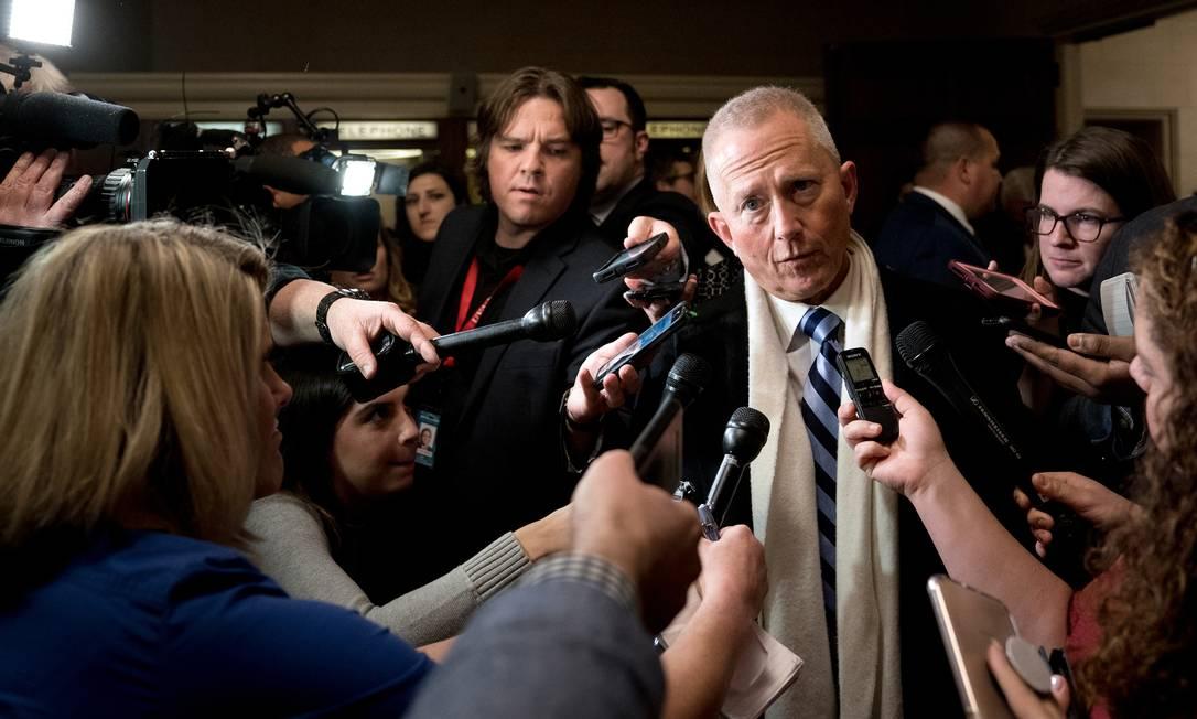 Deputado democrata Jeff Van Drew conversa com repórteres em Washington Foto: ERIN SCHAFF / NYT/18-11-2018