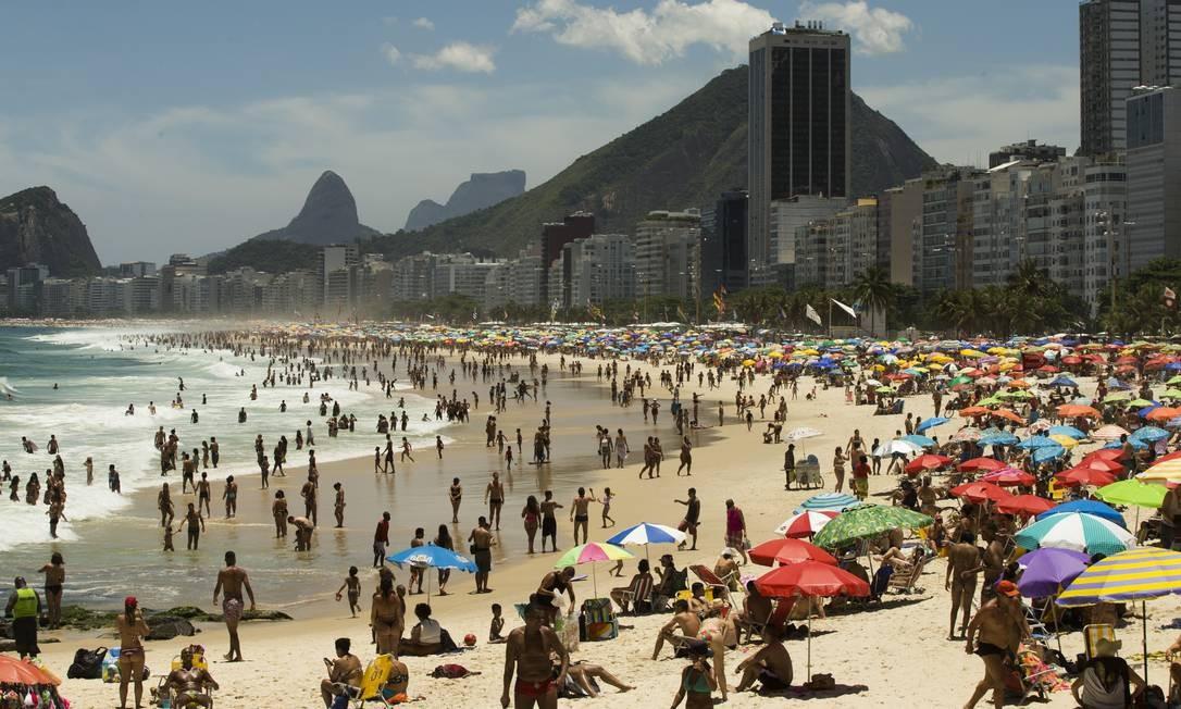 Leme, o quente de verão Foto: Agência O Globo/Guito Moreto