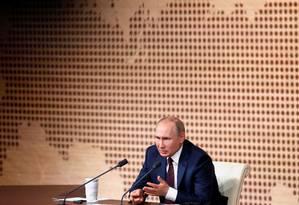 Vladimir Putin durante entrevista coletiva anual: presidente russo falou por 4 horas e 20 minutos Foto: EVGENIA NOVOZHENINA / REUTERS
