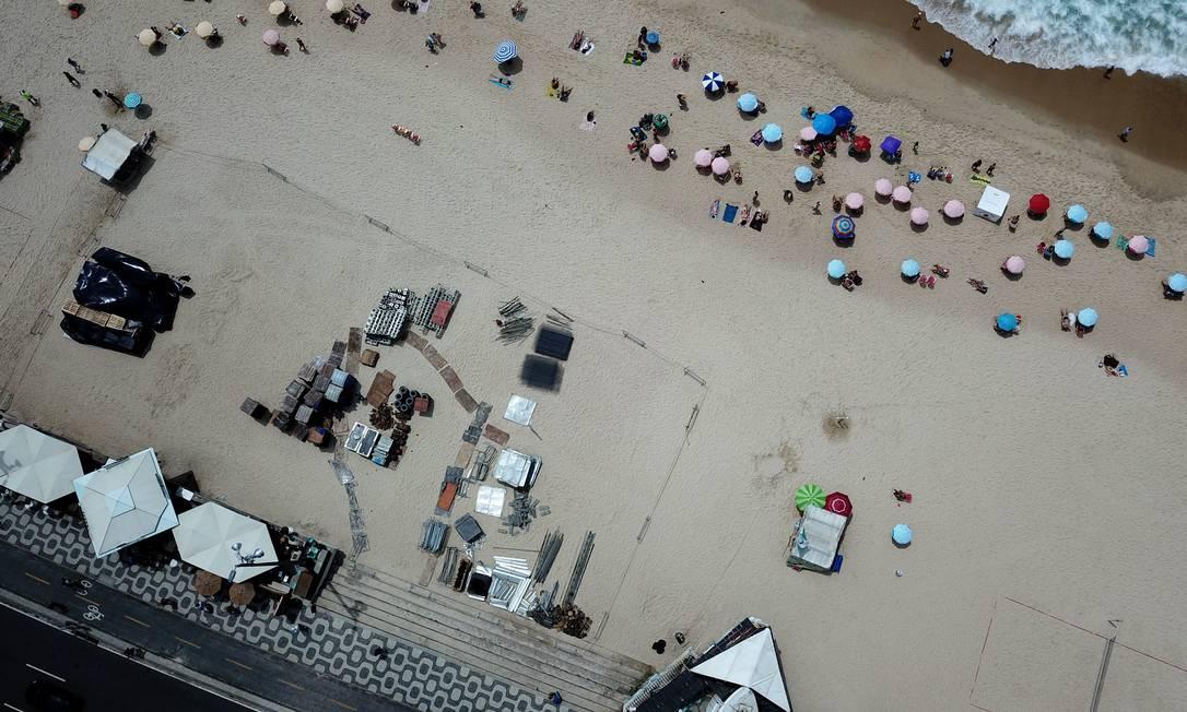 No ano passado, 'privatização' da areia por quiosques causou polêmica Foto: Custódio Coimbra / 28-12-2018 / Agência O Globo