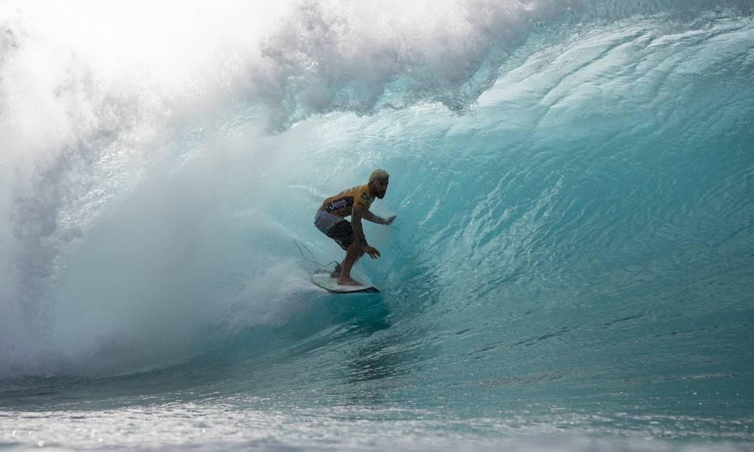 Italo Ferreira em ação nas ondas de Pipeline, no Havaí Foto: Tony Heff/WSL/Divulgação