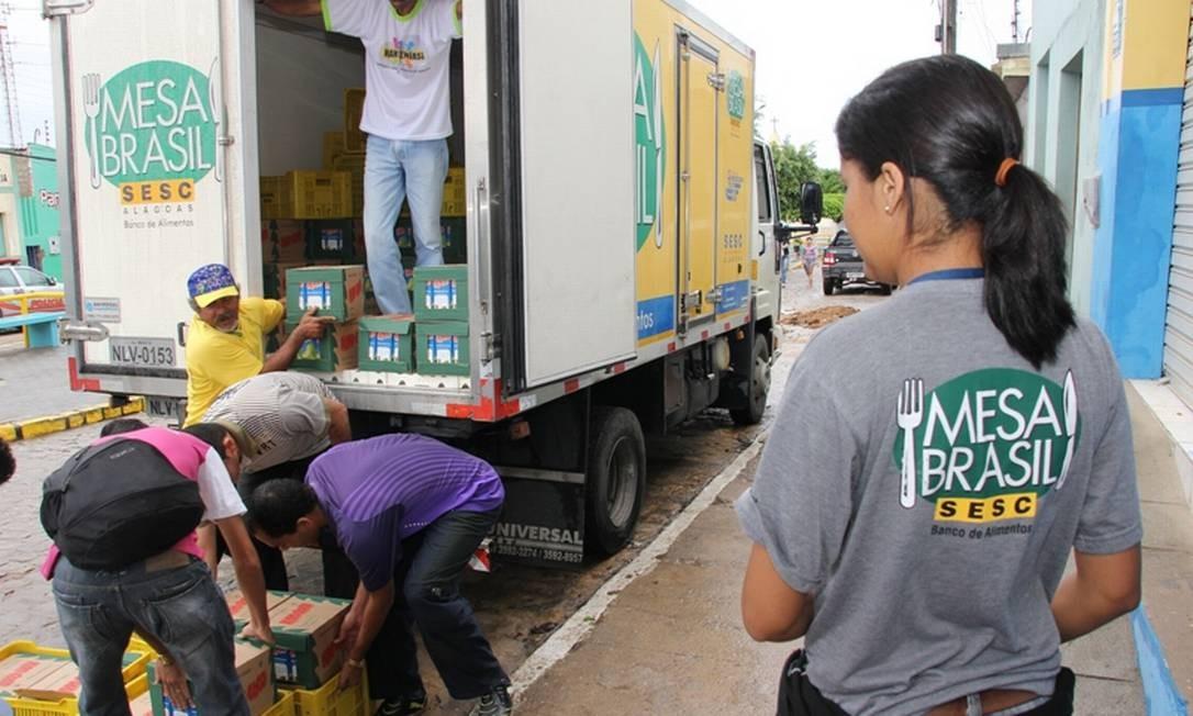 Caminhão do Mesa Brasil Sesc: 41 milhões de quilos de alimentos distribuídos em todo o Brasil Foto: Divulgação Sesc