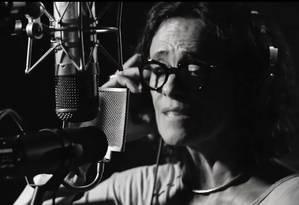 """A cantora Zélia Duncan no vídeo de """"Para onde vamos?"""" Foto: Reprodução"""