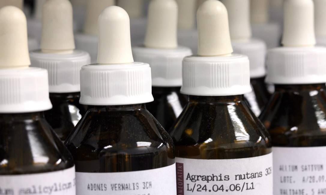 Coronavírus: Cidade de SC defende homeopatia contra Covid-19 e reacende polêmica sobre prática