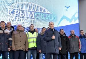 Presidente russo, VladimirPutin, participa de cerimônia de inauguração de ferrovia que liga a Rússia à península da Crimeia Foto: SPUTNIK / via REUTERS