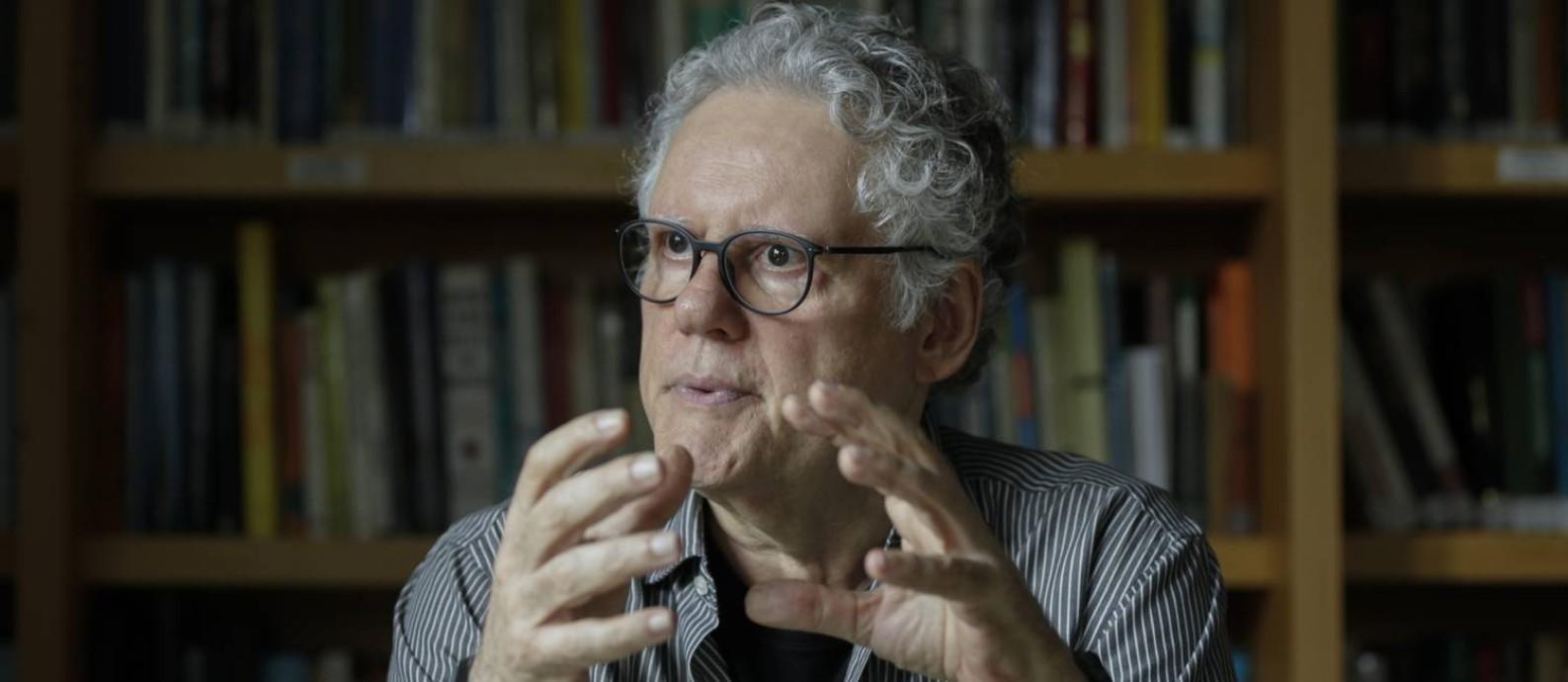 'Há risco institucional e, até agora, pouca reação articulada a essas ameaças', afirma Sérgio Abranches Foto: Gabriel de Paiva / Agência O Globo
