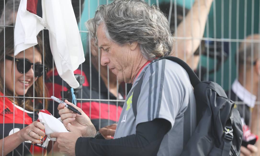 Jorge Jesus, do Flamengo, é tietado em Portugal Foto: Brazil PhotoPress / Agência O Globo