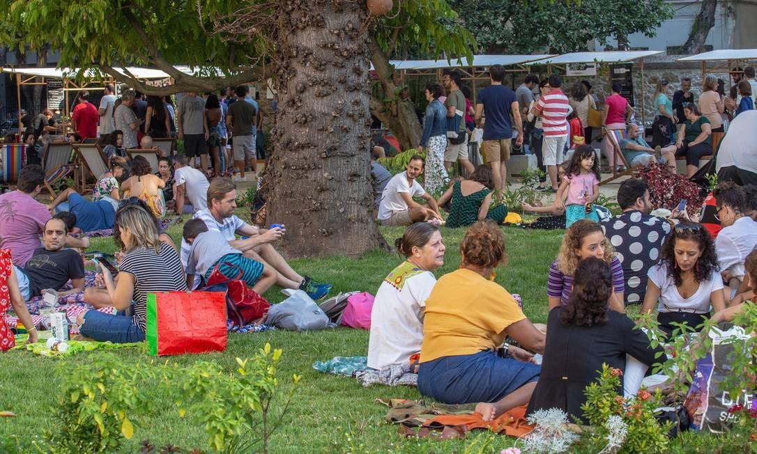 Com acesso gratuito desde maio, gramado da Casa Firjan fez sucesso Foto: Paula Johas / Paula Johas