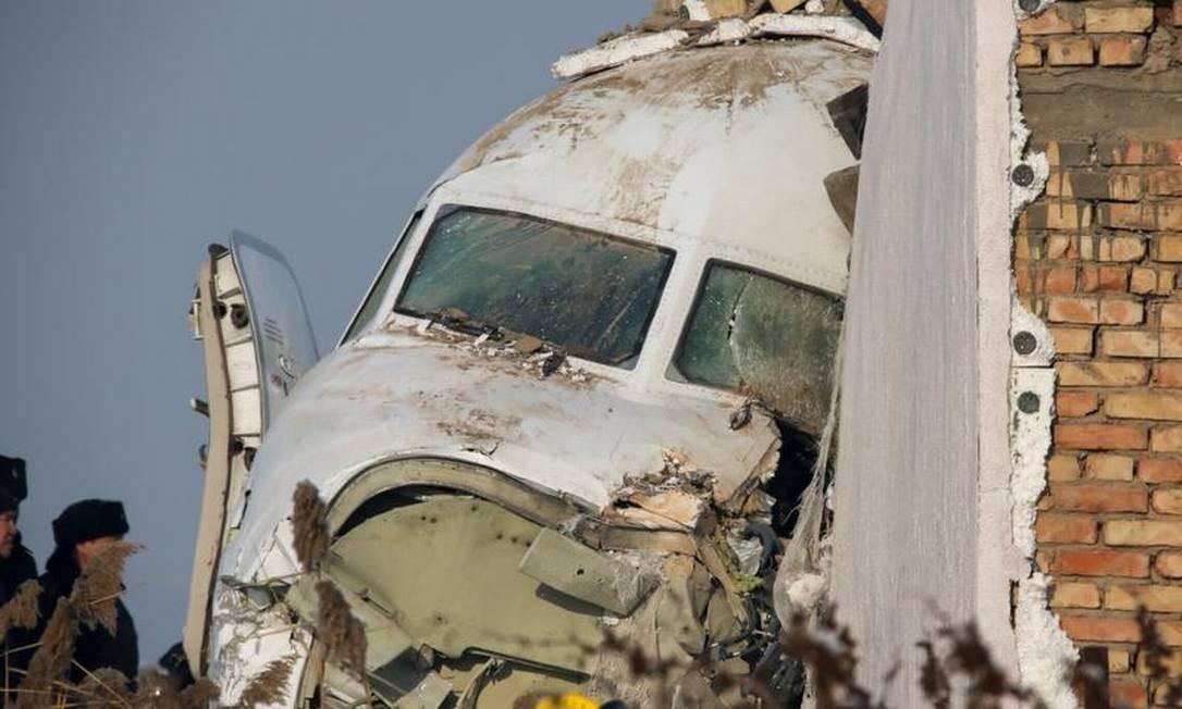 """Resultado de imagem para Queda de avião deixa ao menos 14 mortos no Cazaquistão"""""""