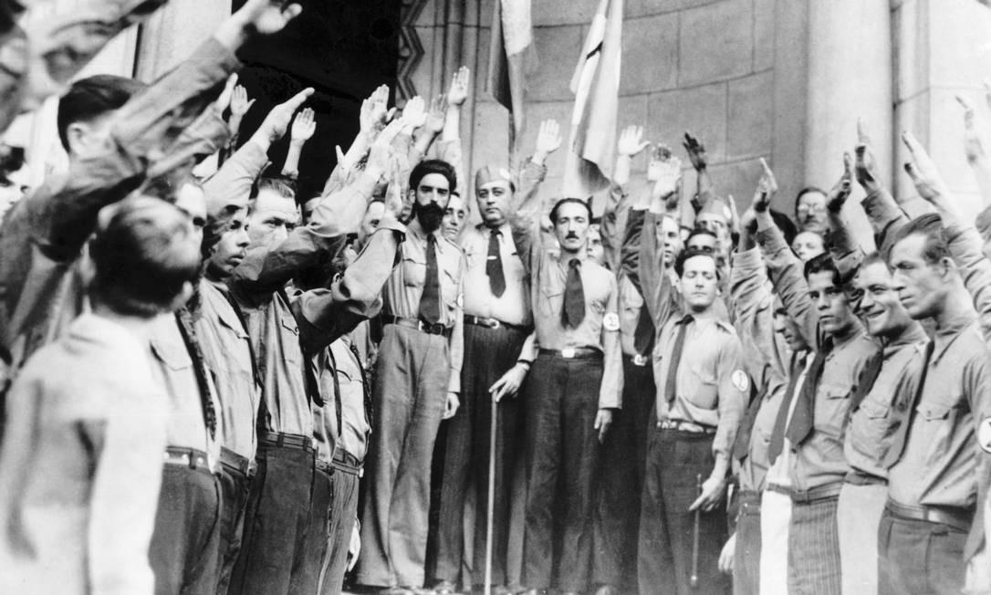 Grupo de integralistas no Rio de Janeiro, em 1938. Foto: Bettmann / Bettmann Archive