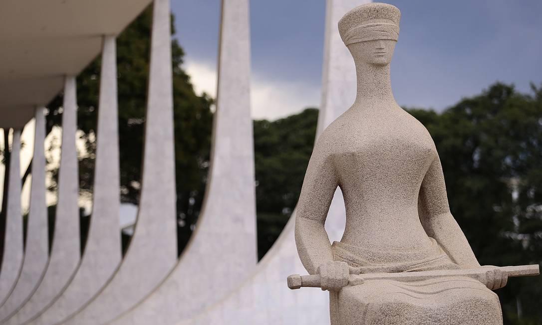 Estátua da Justiça em frente ao Supremo Tribunal Federal Foto: Jorge William / Agência O Globo