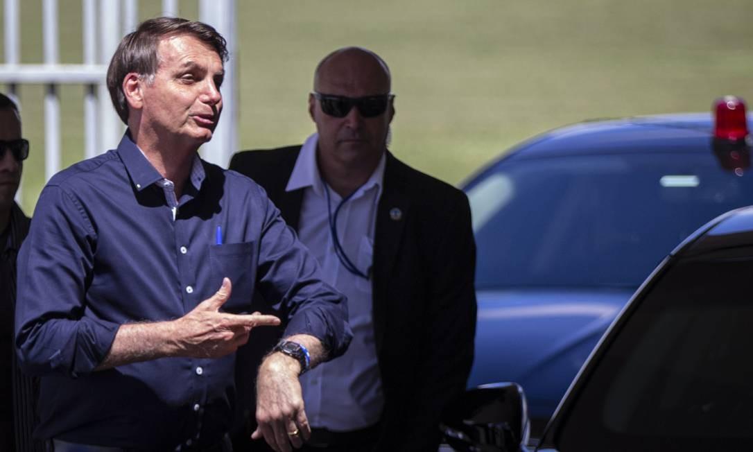 O presidente Jair Bolsonaro ao deixar o Palácio da Alvorada nesta sexta-feira Foto: Daniel Marenco / Agência O Globo