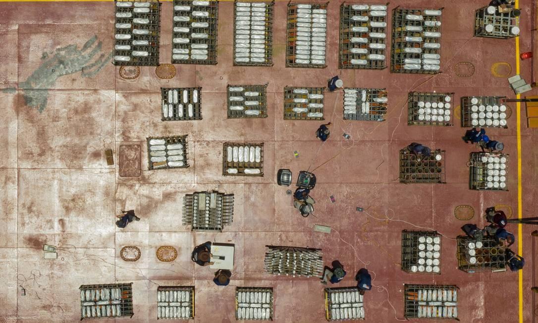 Balsas estão sendo montadas na Cidade Universitária, no Fundão Foto: BRENNO CARVALHO / Agência O Globo