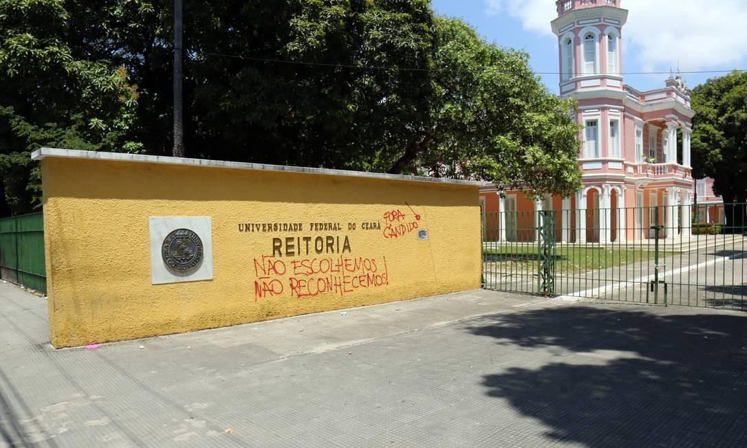 Reitoria da Universidade Federal do Ceará com protesto de estudantes contrários à nomeação do reitor Cândido Albuquerque, escolhido por Bolsonaro, em agosto passado Foto: Lucas Tavares / Agência O Globo