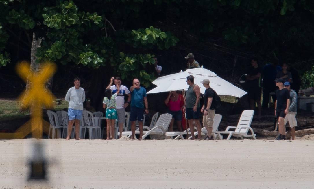 O presidente Jair Bolsonaro na praia da base naval de Aratu, em Salvador (BA) Foto: Eduardo Anizelli / Folhapress