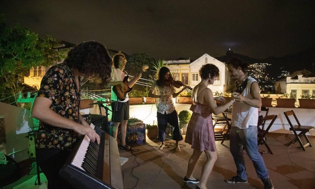 Diversidade. 11, no Largo das Neves: programação tem desde cineclube a aulas de ioga, além de evento para crianças Foto: Ana Branco / Agência O GLOBO