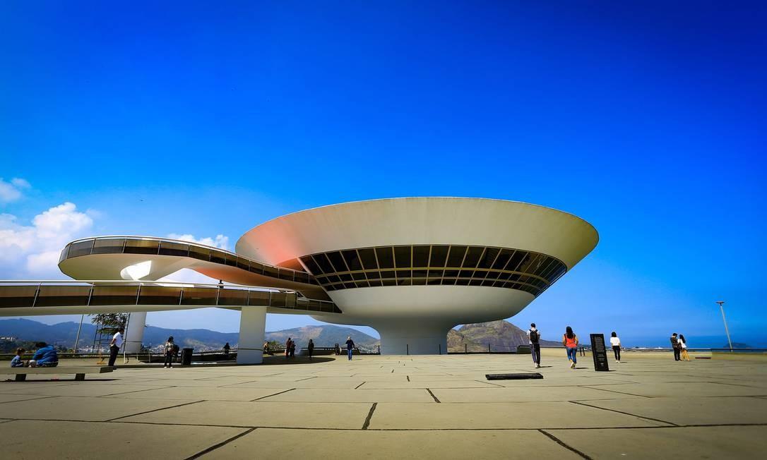 Museu de Arte Contemporânea, cartão-postal de Niterói: município é o único da Região Metropolitana do Rio com contas previdenciárias equilibradas Foto: Roberto Moreyra / Agência O Globo