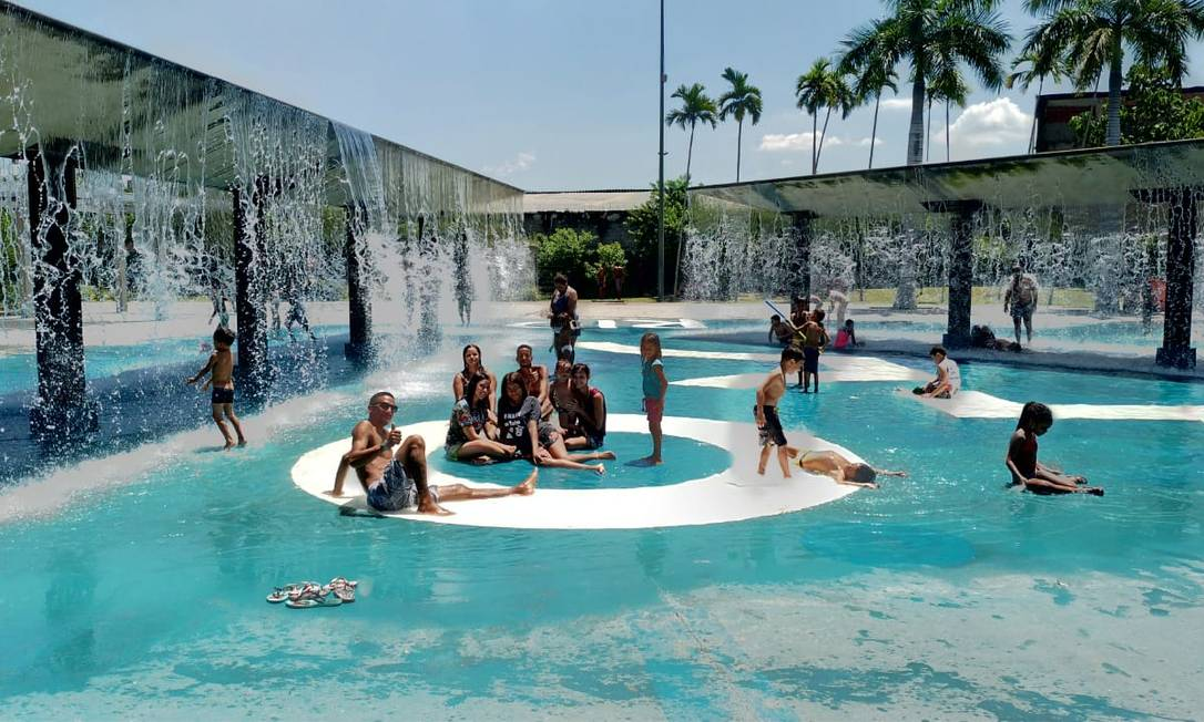 Chafariz do parque é o local escolhido pelos frequentadores para se refrescar Foto: Rafaela D'Elia