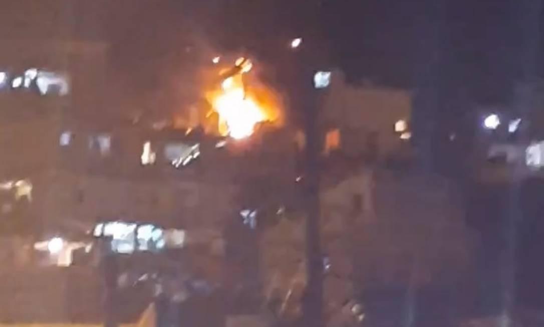 Incêndio em suposto laboratório do tráfico deixa um morto e 12 feridos Foto: Reprodução