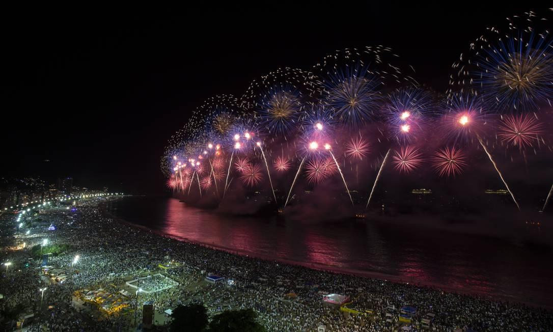 Réveillon de Copacabana atrai 2,9 milhões pessoas Foto: Alexandre Cassiano / Agência O Globo