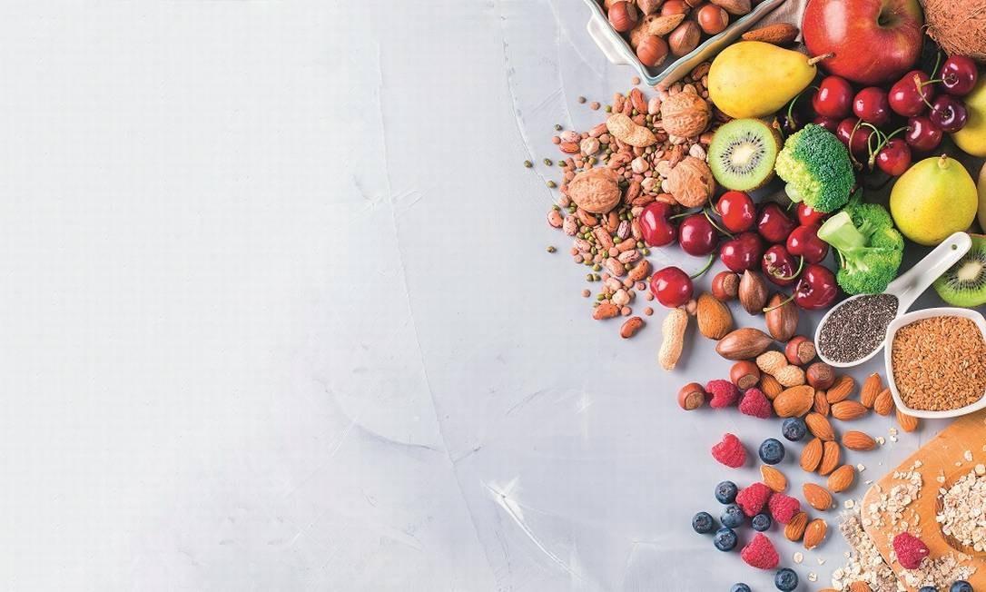 Grãos, frutas e legumes fazem parte das dietas Foto: Shutterstock