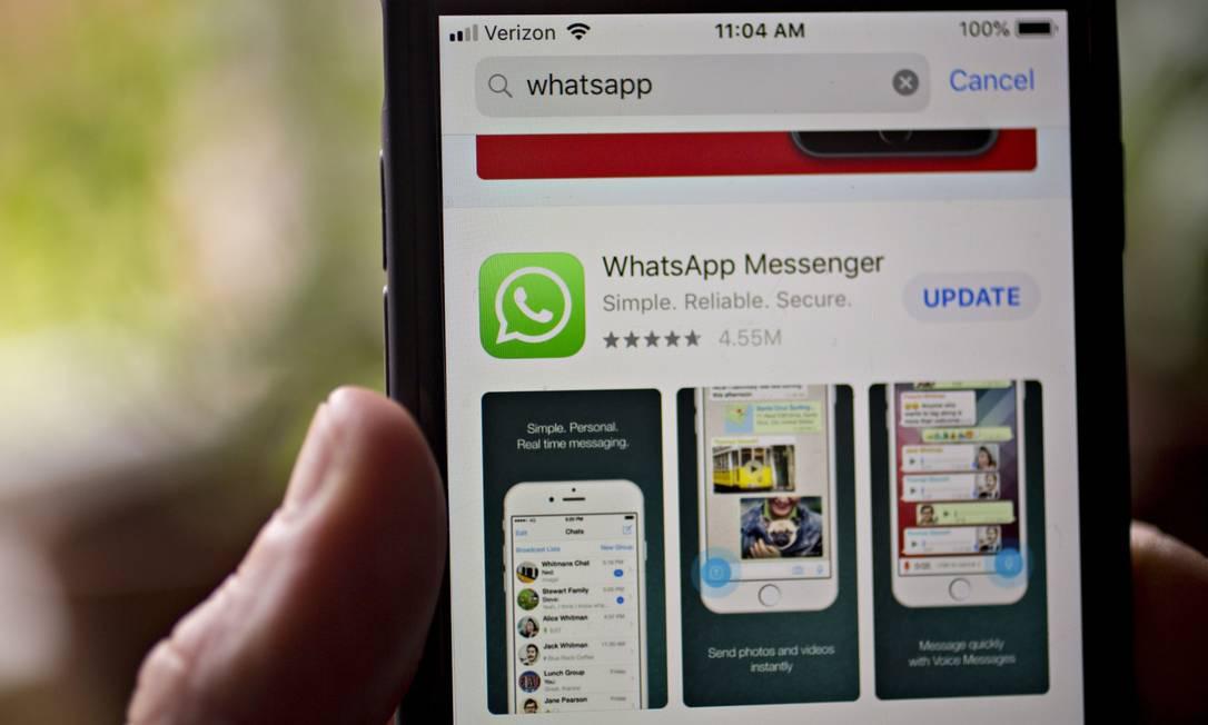 A partir de 1º de fevereiro, WhatsApp deixará de funcionar em aparelhos antigos Foto: Andrew Harrer / Bloomberg