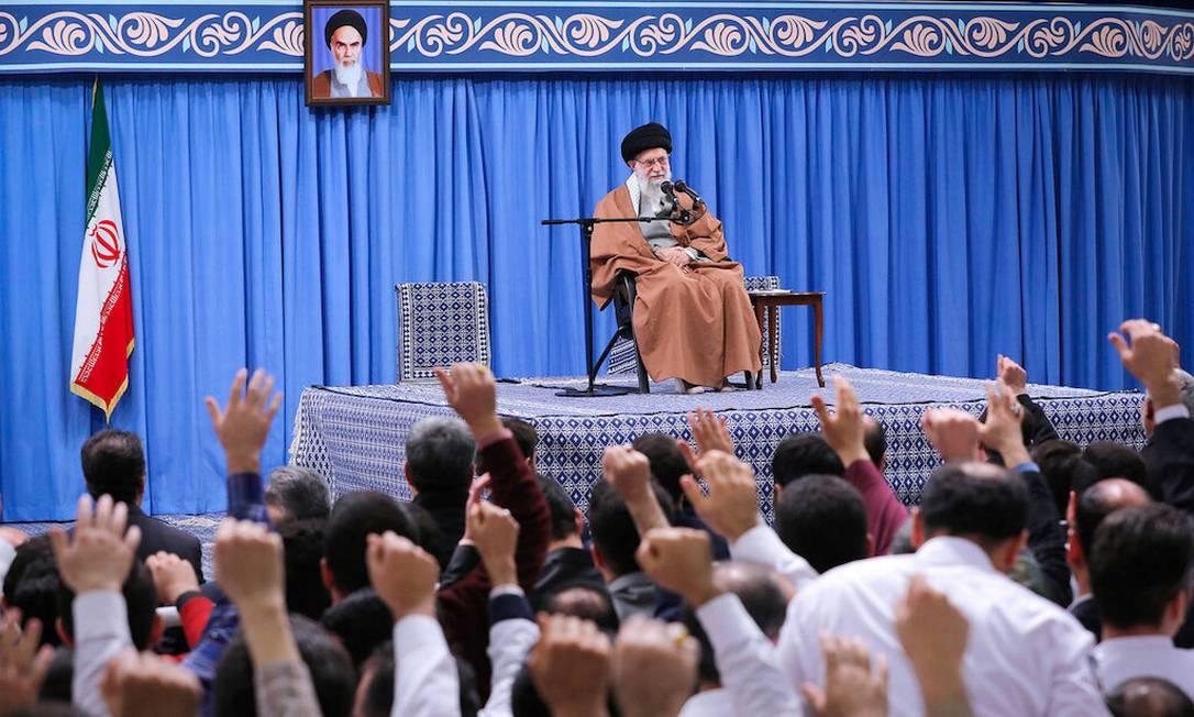 Líder supremo do Irã, Ali Khamenei, discursa em Teerã em 1º de janeiro de 2020 Foto: OFFICIAL KHAMENEI WEBSITE / VIA REUTERS