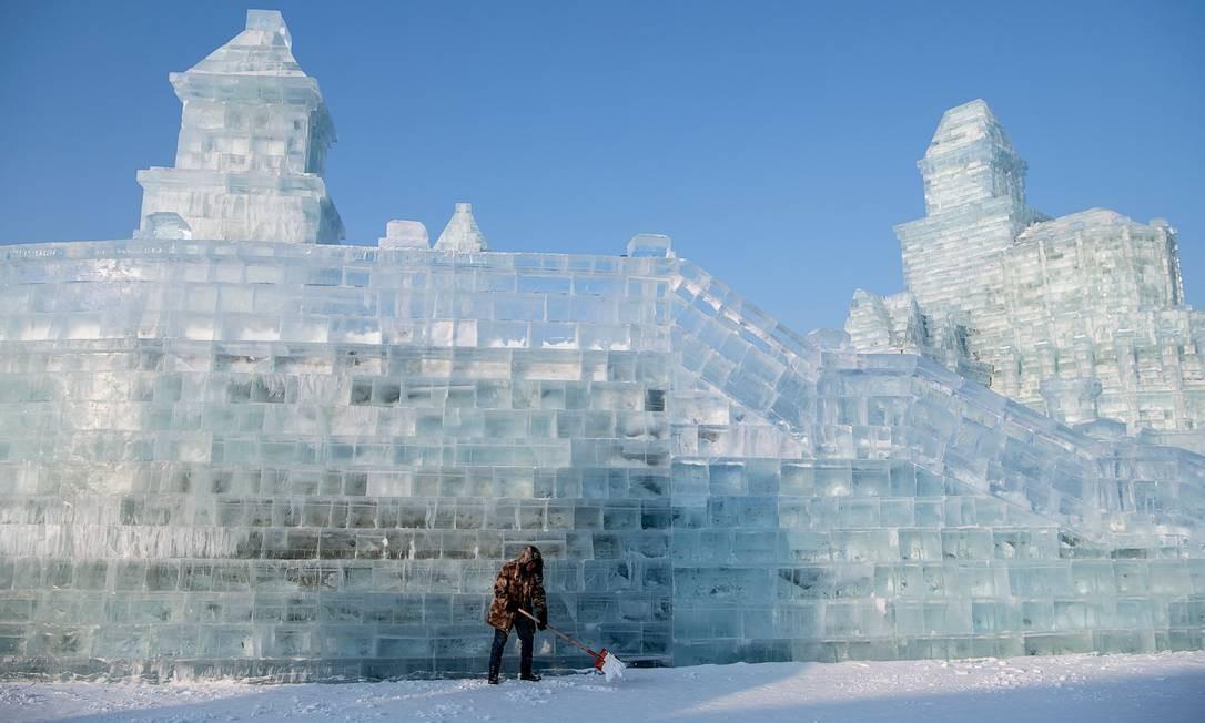 A primeira edição do festival aconteceu em 1985. Desde a primeira edição, o evento acumula recordes com o o de maior escultura de neve, com 250 metros de comprimento e 8,5 metros de altura Foto: Noel Celis / AFP