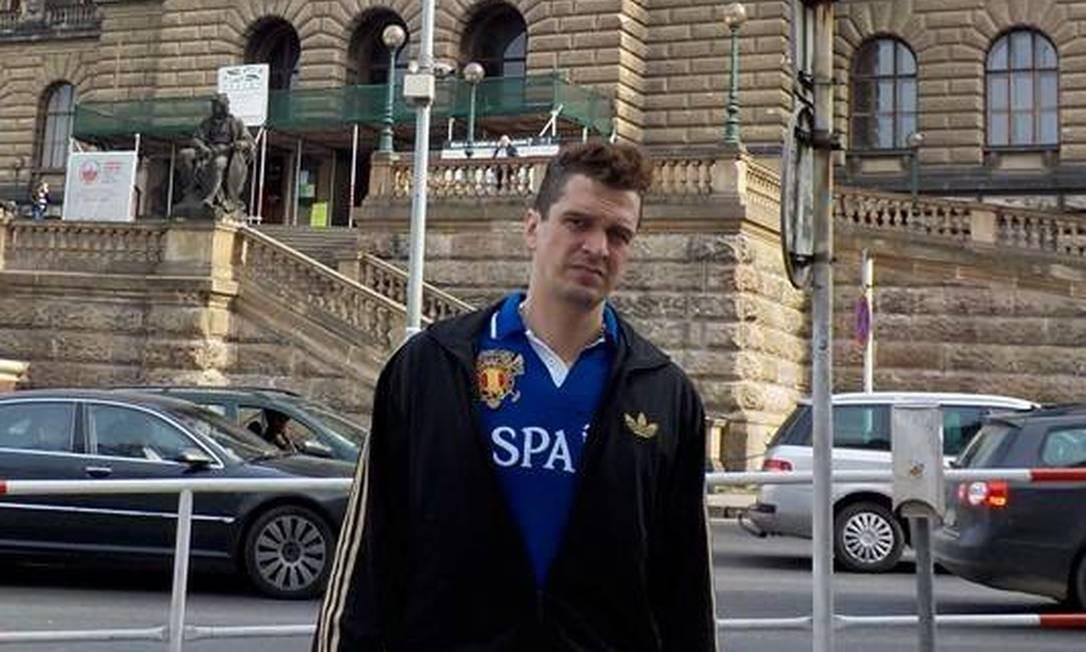 Eduardo Fauzi em Praga, na República Checa: suspeito do ataque ao Porta dos Fundos viaja com frequência para o exterior e foi para a Rússia na véspera de passar a ser procurado pela polícia Foto: Reprodução