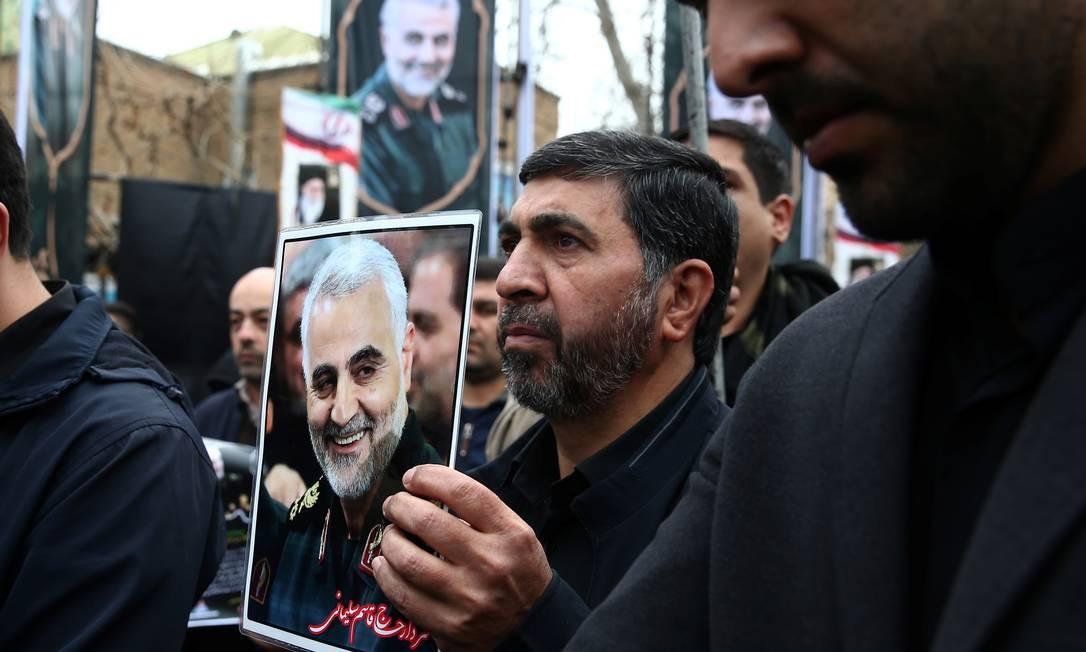 Iranianos participam de marcha em homenagem ao general Qassem Soleimani, morto em Bagdá em uma operação dos EUA Foto: WANA NEWS AGENCY / VIA REUTERS