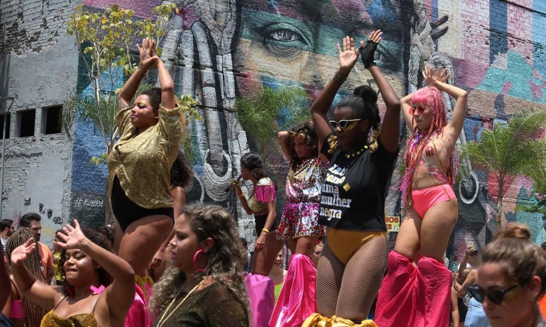 Abertura do carnaval não oficial ocupa ruas do Centro. Bloco Bloconcé (AquaRio), Praça Mauá Foto: Agência O Globo/Fabiano Rocha