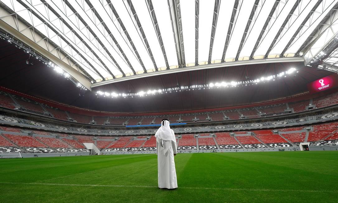 Visão panorâmica do Al-Bayt, segundo maior estádio da Copa de 2022, com capacidade para 60 mil pessoas e teto retrátil que leva 20 minutos para cobrir totalmente o campo. Das sedes, é a mais distante de Doha Foto: KAI PFAFFENBACH / REUTERS
