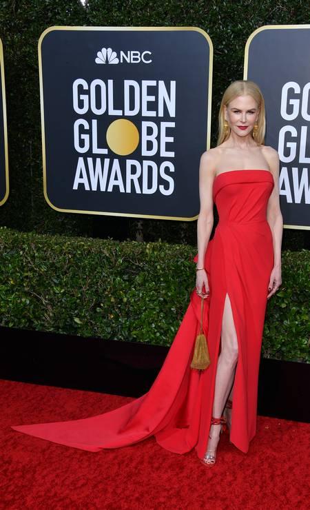 Confira os looks de quem passou pelo tapete vermelho do Globo de Ouro 2020. Na imagem, Nicole Kidman, de Versace Foto: George Pimentel / WireImage