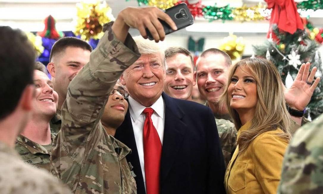 Presidente dos EUA, Donald Trump, e a primeira-dama, Melania Trump, visitaram base de Al-Asad, no Iraque, em dezembro de 2018 Foto: Reuters