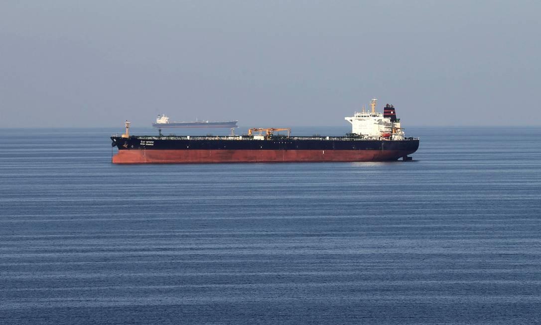FILE PHOTO: FILE PICTURE: Oil tankers pass through the Strait of Hormuz, Dec. 21, 2018. REUTERS/Hamad I Mohammed/File Photo Foto: Hamad I Mohammed / REUTERS