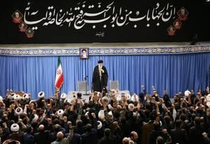Aiatolá Ali Khamenei, durante seu discurso oficial em Teerã Foto: Site oficial do aitolá Ali Khamenei / AFP