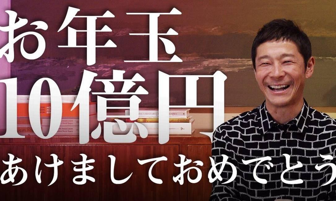 Bilionário do ramo da moda, Yusaku Maezawa anunciou que doará 1 milhão de ienes (cerca de R$ 38 mil) a cada uma de mil pessoas que compartilharam postagem sua no Twitter Foto: Reprodução