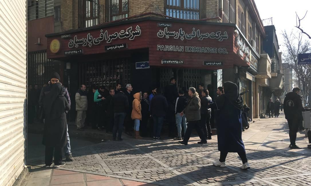Medo de conflito com os EUA faz iranianos correrem para comprar dólares e euros Foto: Renato Machado