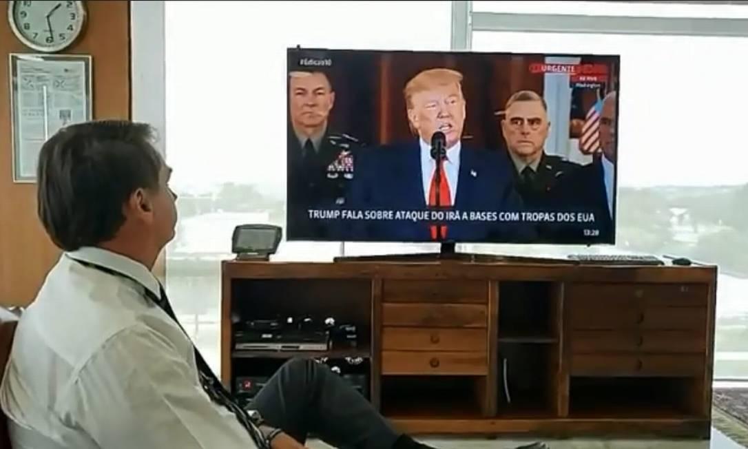 O presidente acompanhou a transmissão ao vivo do pronunciamento de Donald Trump Foto: Reprodução