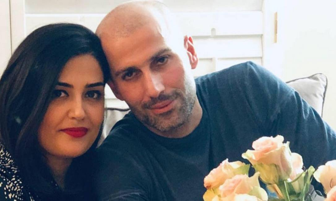 Evin Arsalani e Hiva Molani: eles viajaram com a filha para um casamento no Irã, em 8 de dezembro do ano passado Foto: Reprodução