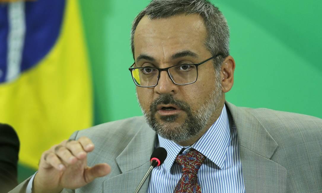 O ministro da Educação, Abraham Weintraub, em entrevista à imprensa Foto: Jorge William / Agência O Globo