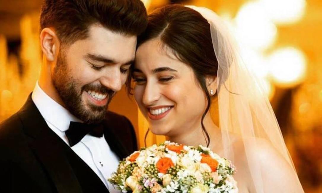 Arash Pourzarabi e sua noiva Pooneh Gorji, estudante da Universidade de Alberta, morreram dias após festa de casamento Foto: Akhavan Studio